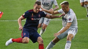 Teal Bunbury scores twice, Revolution beats Fire 2-1