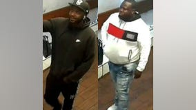 Chicago police release video of pair robbing restaurant patrons at gunpoint