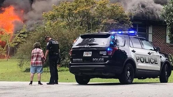 Officer comforts, prays with house fire victim