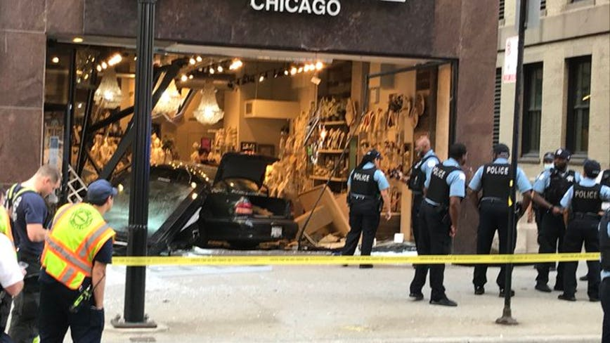 Driver trying to get away from police crashes into jewelry store in Chicago's Loop