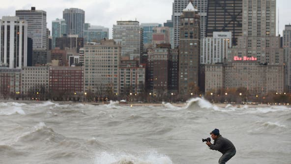40 mph wind gusts hit Chicago as lakeshore flood advisory continues into Friday