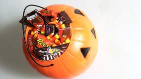 NY police investigate after razor blade found in child's Halloween candy
