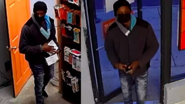 Robber strikes mobile phone stores in Humboldt Park, West Town