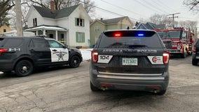 3 kids flee, mom dies in Aurora house fire