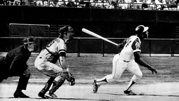 Tributes pour in honoring the legendary Hank Aaron