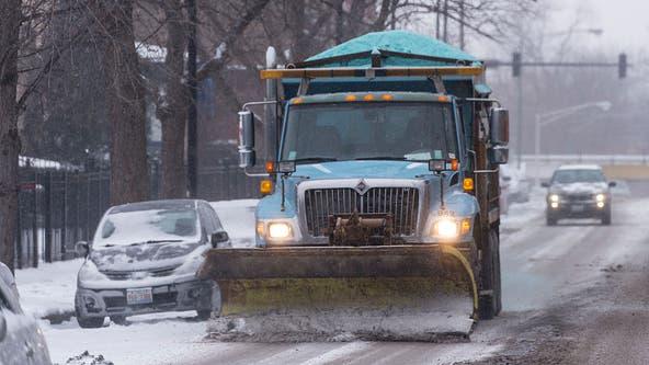 Light snow moves through Chicago as city deploys 200 plows