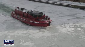 CFD breaking up ice on Chicago River amid cold snap