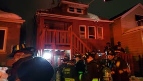 2 firefighters hurt in South Chicago fire