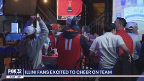 Fans cheer on Illinois at bars across Chicago