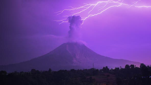 Lightning strikes erupting Indonesia volcano spewing 16,000-foot ash cloud