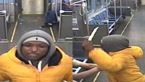 Chicago police looking for suspect who robbed, stabbed CTA passenger in the Loop