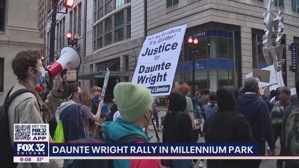 Chicago protesters want officer who killed Daunte Wright charged