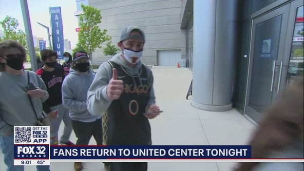 Fans return to the United Center for the first time in over a year