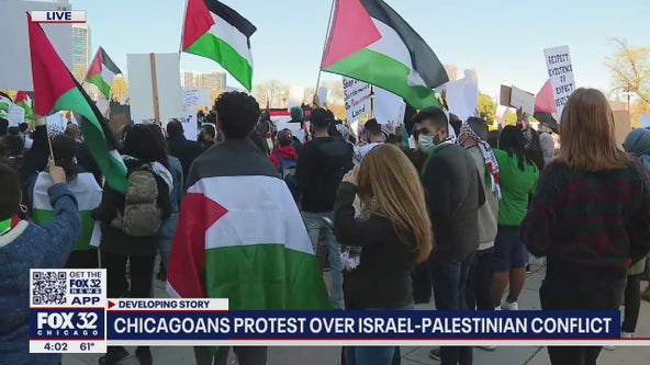 Protesters rally in downtown Chicago in support of Palestinians