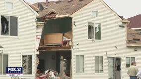 Tornado damages hundreds of homes in Chicago suburbs