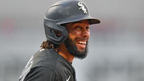 White Sox place OF Hamilton on 10-day IL with oblique strain