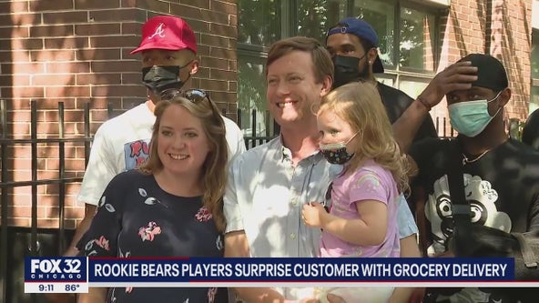 Bears QB Justin Fields, rookie players surprise Chicago family with groceries