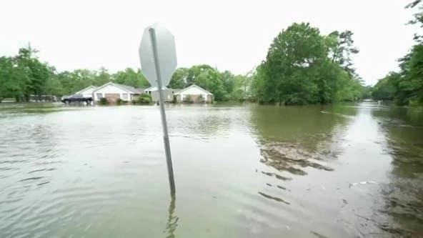 Crash kills 10, including 9 children, in storm-drenched Alabama