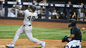 Rizzo homers in debut with Yankees