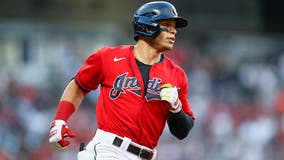 White Sox receive 2B Hernandez in trade with Indians