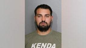 Bond posted for Iowa man facing felony charges after rifle, handgun found in Chicago hotel room