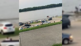 Dad rescues 2 daughters from sinking SUV on 4th of July