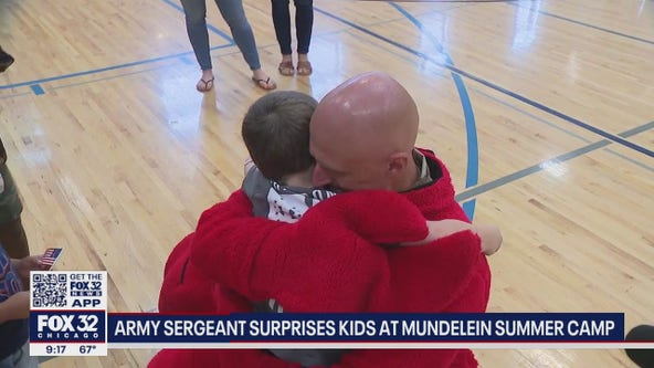 Illinois Army dad surprises daughter and son after returning home