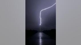 Lightning strike temporarily shuts down Washington Monument