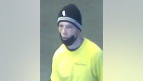 Police seek man who robbed passengers on CTA Green Line train in the Loop at knifepoint