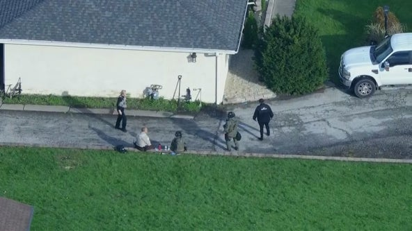 Cook County Sheriff's Police respond to person barricaded inside Lemont home with child