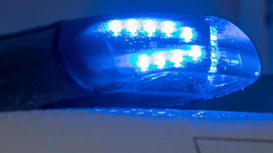 7dd5d9d6-Police blue light