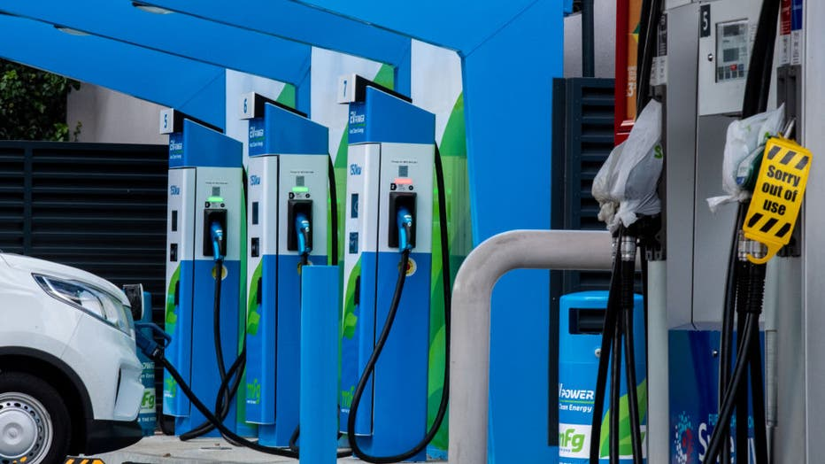 UK Fuel Crisis Spurs Inquiries About Electric Cars, Say Dealers