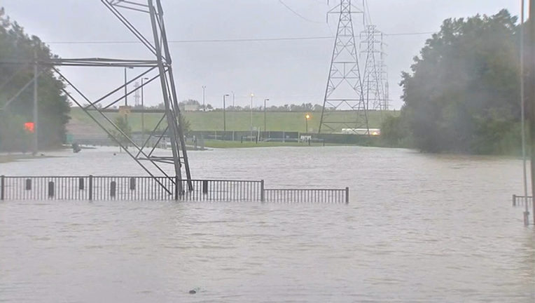 894cbbf1-082917 Houston flooding Tuesday 2 KDFWBCME01.mpg_07.12.58.17_1504023977879-409650-409650.png