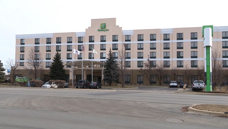 fc78ddbe-Child nearly drowns at Holiday Inn in Bolingbrook-404023
