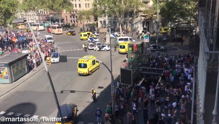 Barcelona_police_say_van_drives_into_cro_0_20170817155925-401720-401720