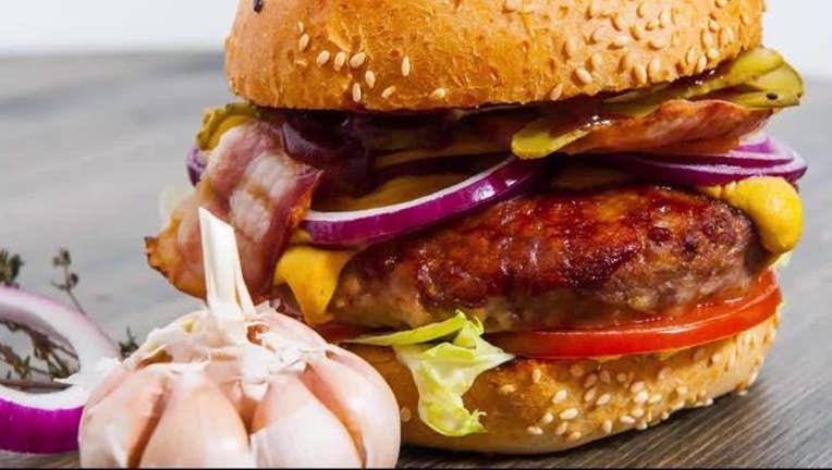 Fast_food_restaurants_use_stunt_food_to__0_20161031185447-400801-400801
