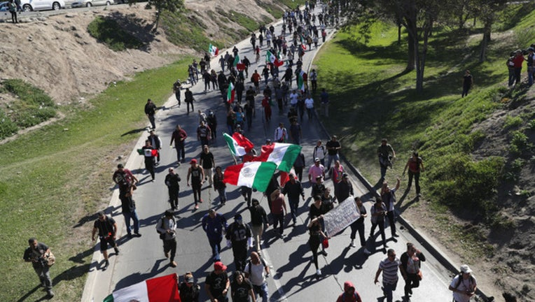 916b4934-GETTY_mexico protest_111918