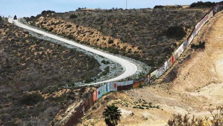 a200638a-US Mexico Border (GETTY)-408200
