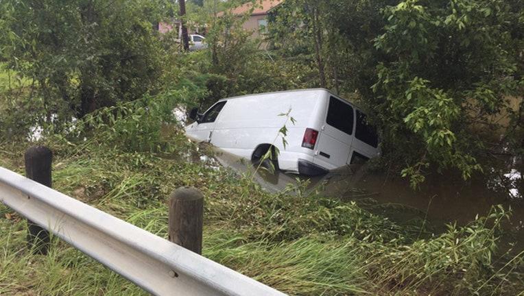 8d2bbd35-Harris County van six dead_1504114980040-409650.jpg