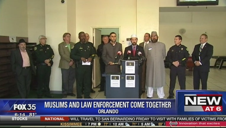 b830677d-Orlando_Muslims_and_law_enforcement_come_0_20151217000916