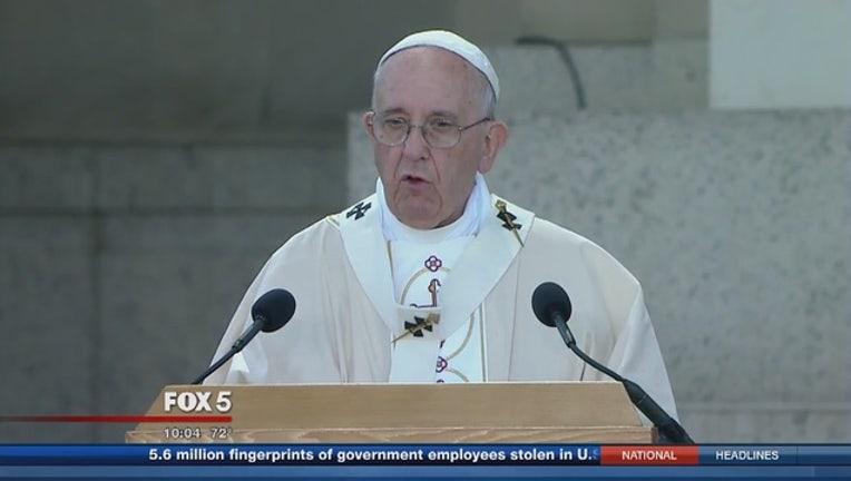 3a97b8cb-Pope_Francis_celebrates_Mass_at_the_Basi_0_20150924023329-401720