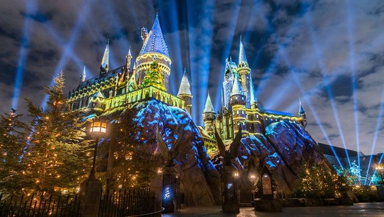 ca1948d5-The Magic of Christmas at Hogwarts Castle_1510632944803.jpg