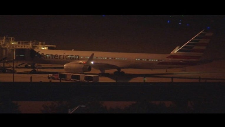 048c37fd-Tire blows on American Airlines flight_1471315424691.jpg
