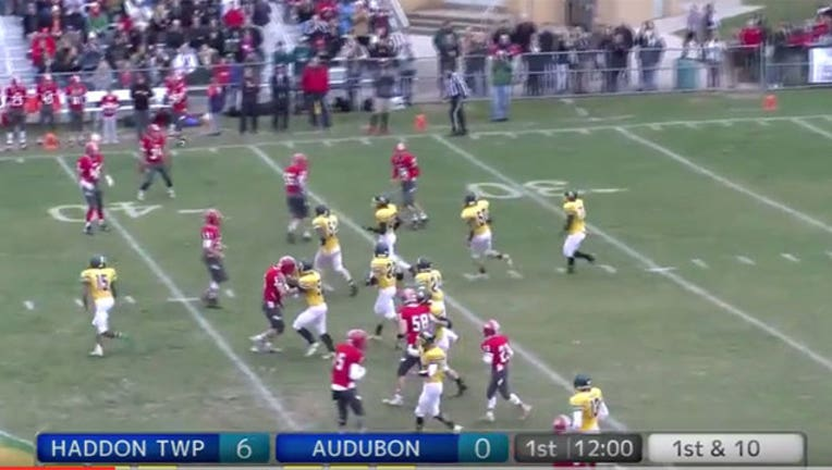 d1684988-Player with Down syndrome scores touchdown-402970