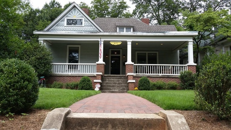 0ab33c27-Walking Dead home-404959.jpg