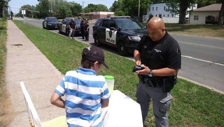 8e40e237-boy_lemonade_stand_robbed_police_062018_1529516044477-401096.jpg