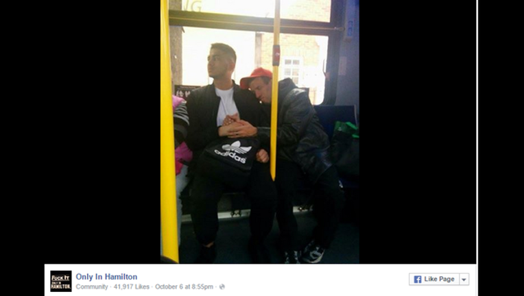 eaf7bda3-Viral bus photo