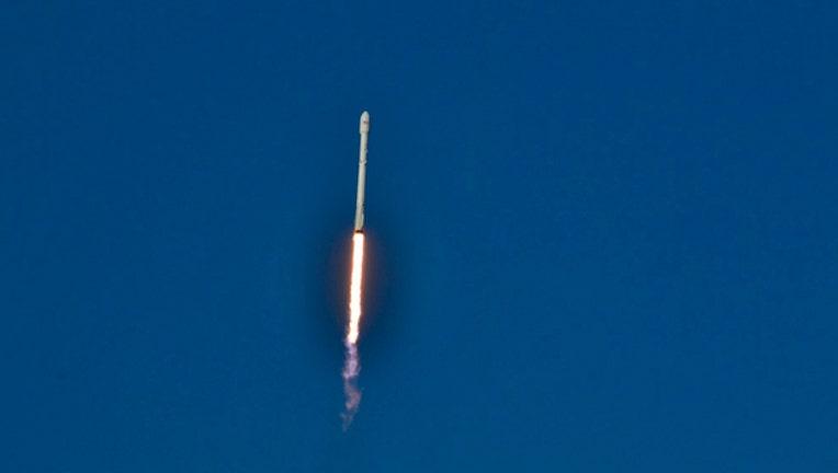 3b39e664-falcon9-spaceX-rocket-launch2_1490914796103.jpg