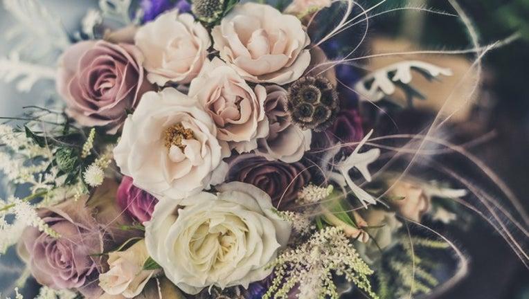 3a25e2f5-flowers_bouquet_floral_arrangement_generic_051218_1526148765654-401096.jpg