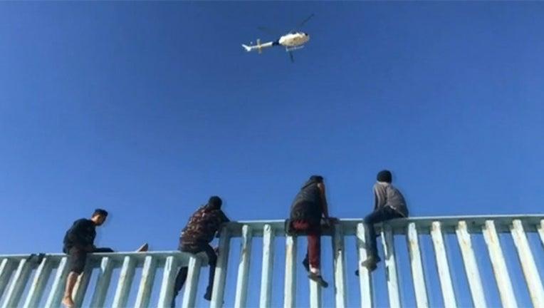 c25c0324-migrants-border-fence-FOX_1542227786828-402970.jpg